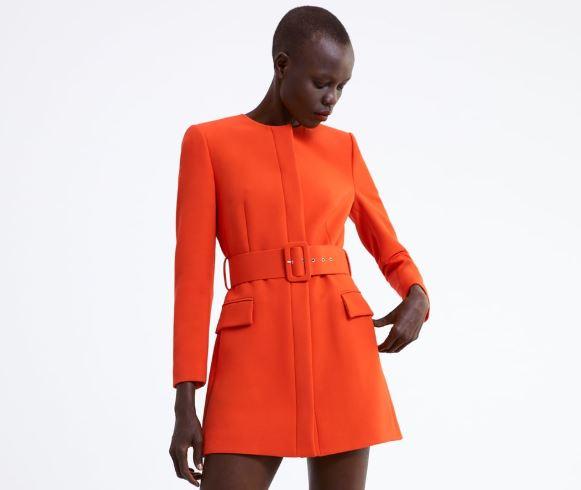 prendas de color naranja
