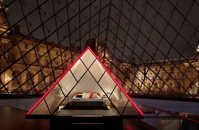 dormir en el Museo del Louvre